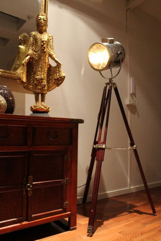 Go eclectic with this glamorous Hollywood-inspired floor lamp