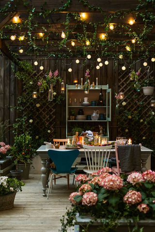 festoon lights help create that magical starlit backdrop to your setting. The vintage, romantic feel of these ambient outdoor lights has been a favourite for many special occasions