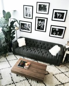 masculine decors like it strong and edgy. Angles make the room dramatically crisp. To further accentuate the bulky furniture placed inside the pad, decorate it with rectangular shapes