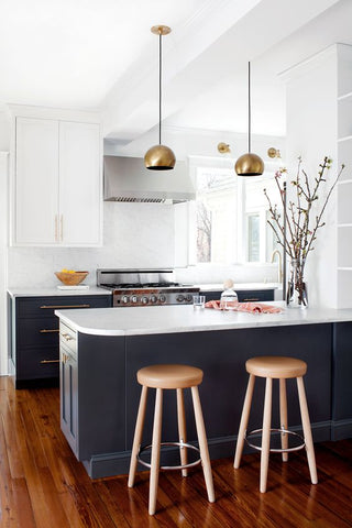 pendant lights are clever ways to incorporate a splash of colour in your décor. While most of us are more likely to take the original colour scheme, it is also nice to pick a light