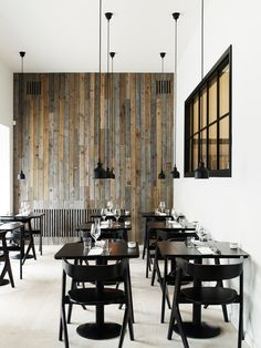 want something unusual, this industrial decor will suit you. Featuring a wonderful blend of dark coloured wooden tones and beautiful drop pendant lights, your dining area will look highly in-vogue with this restaurant's interior design.