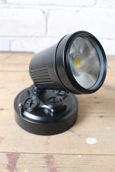 Adjustable led flood light in black. floodlights online