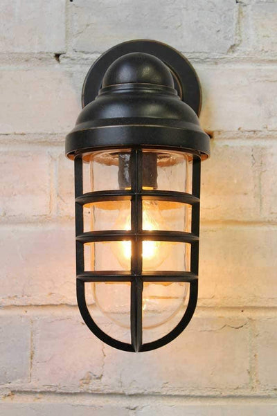 Canal outdoor wall light ideal for outdoor lighting