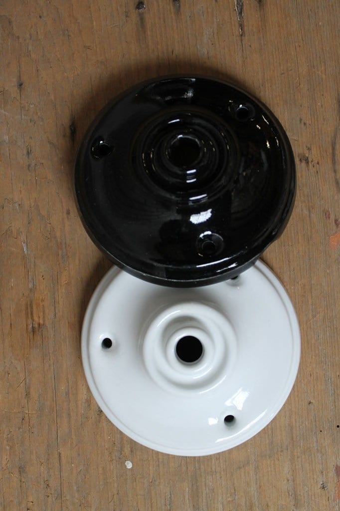 Ceramic ceiling roses in two colours and two sizes