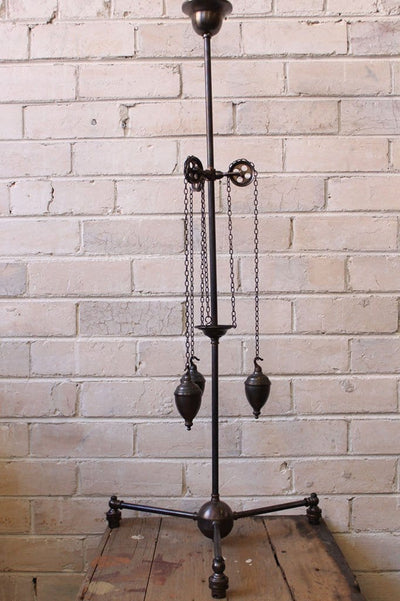 Chandelier pulley light with 3 arms
