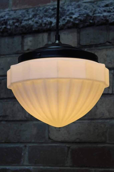 Elegant glass shade of the victorian glass pendant light