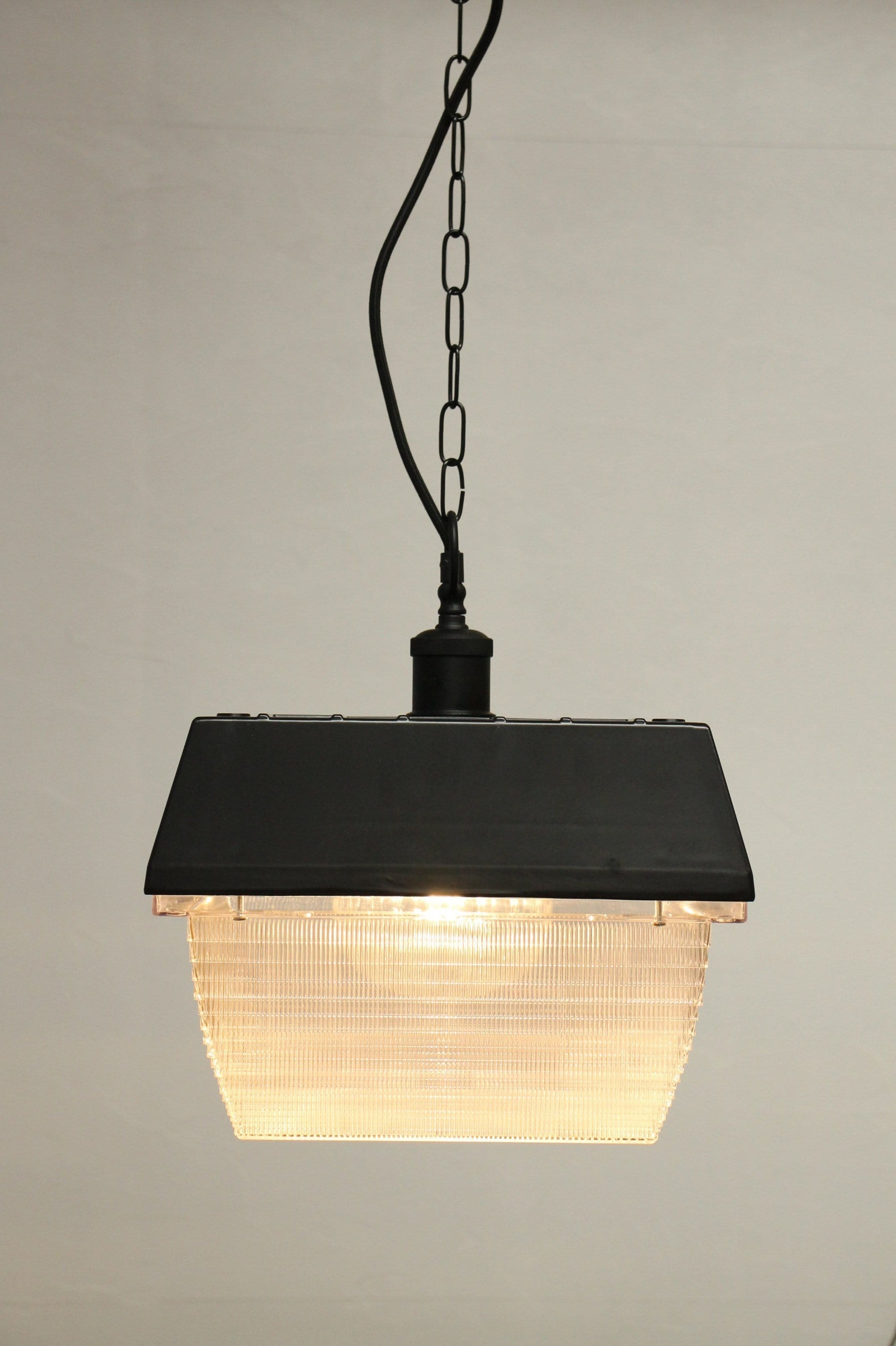 Industrial chain pendant light. diffuser industrial light.