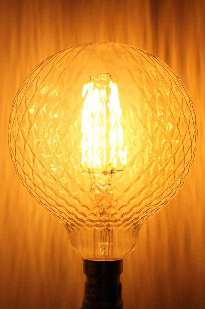 Lattice led filament bulb 125 6w. decorative vintage glass pattern. long led filaments. dimmable. lifespan of 15 000 hours