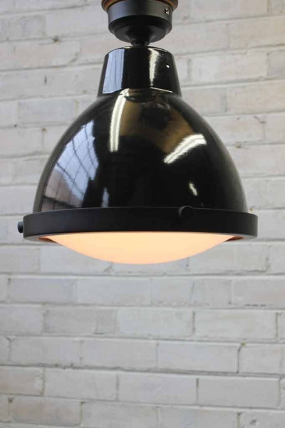 Loft eye batten light with frosted glass cover