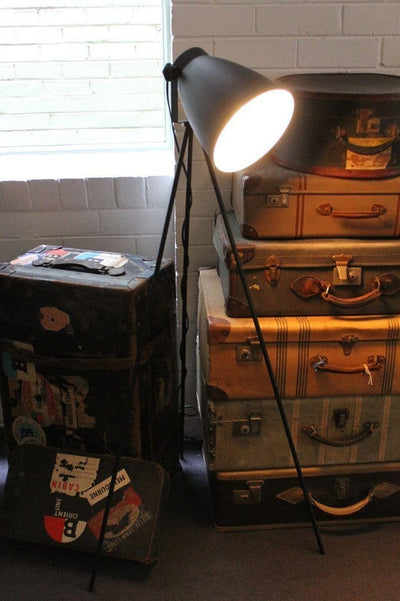 Studio Black Metal - Tripod Floor Lamp