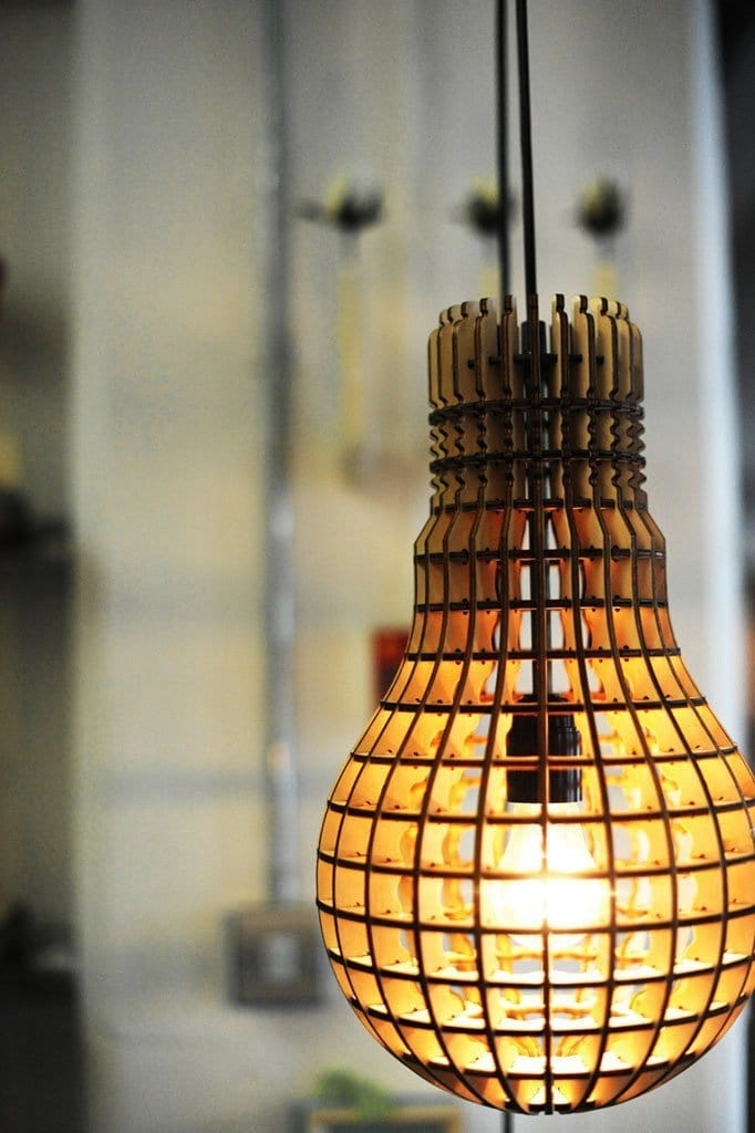 Wooden bulb pendant light