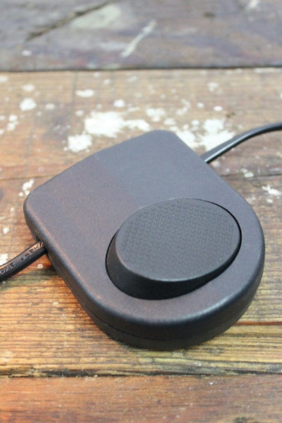 Light cord has an inline onoff foot switch for ease of use
