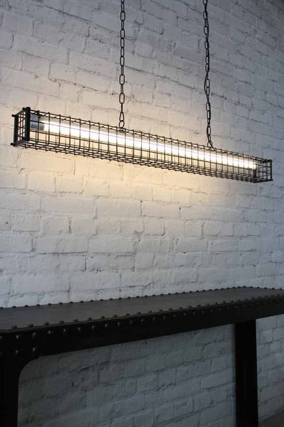 Linear light comes with a matt black finish and has a chain and cord suspension.