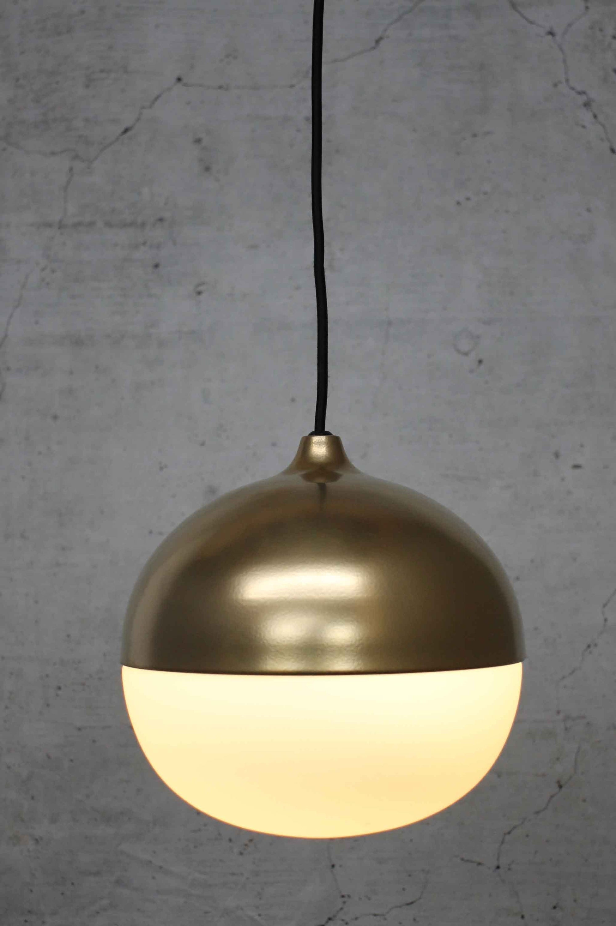 steel-pendant-light-with-gold-finish
