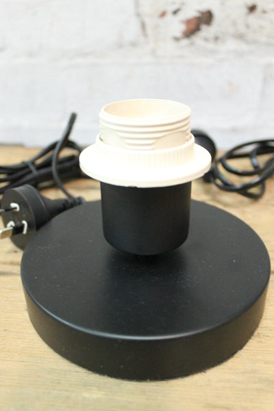 Table lamp touch base in black