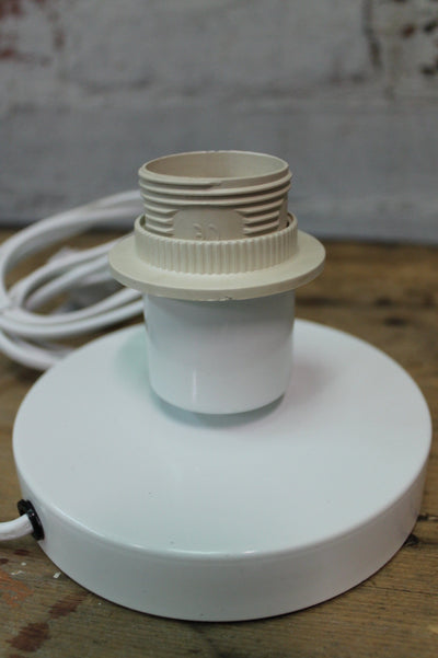 Table lamp touch base in white