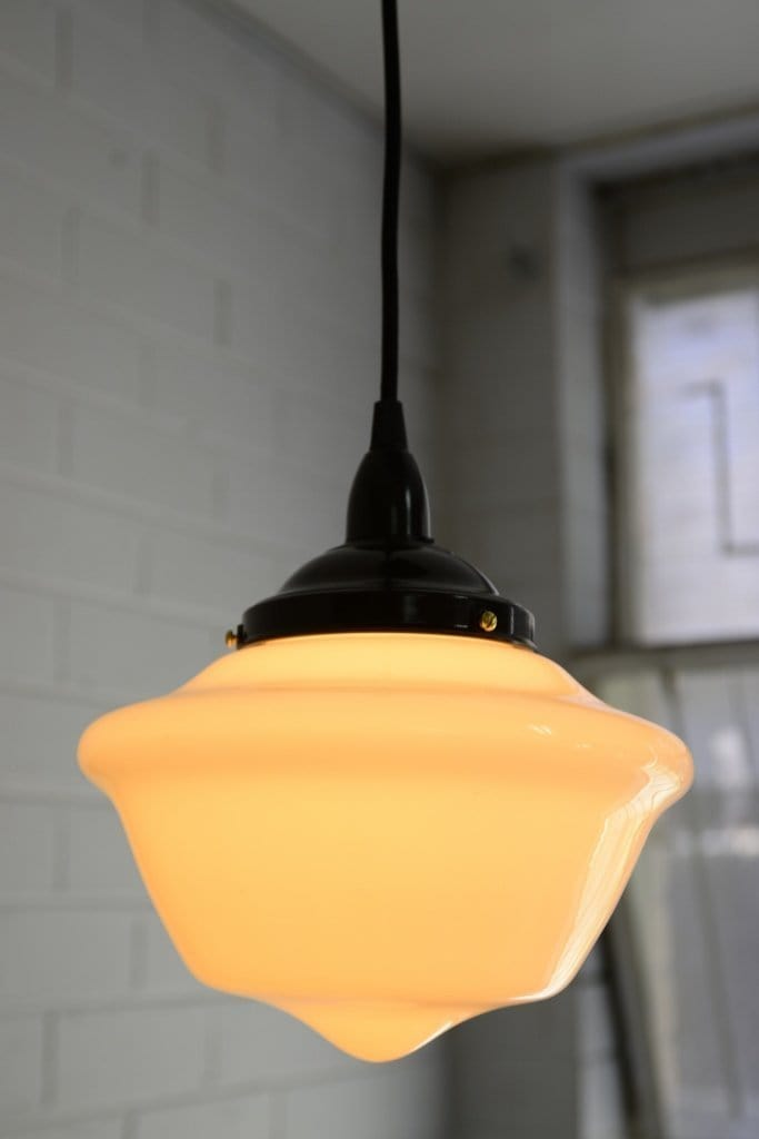 Vintage classic shade in Schoolhouse design for the Ceiling Pendant