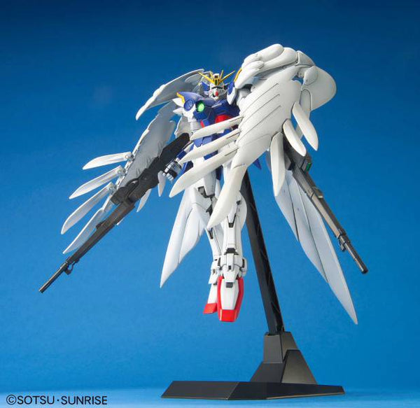 Gundam Wing - XXXG-00W0 Wing Zero Custom - Master Grade model kit