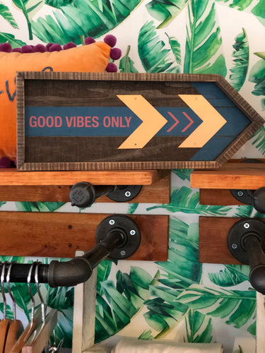 Good Vibes Only Wall Arrow