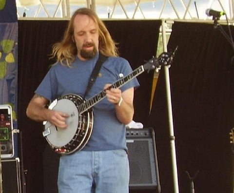 Eric Mardis playing banjo on stage