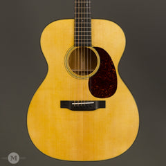 Martin Acoustic Guitars - 000-18 - Front Close