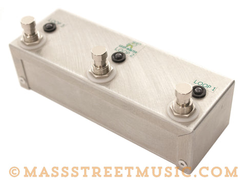 Loop-Master 3-Looper Mini-Strip Pedal - angle