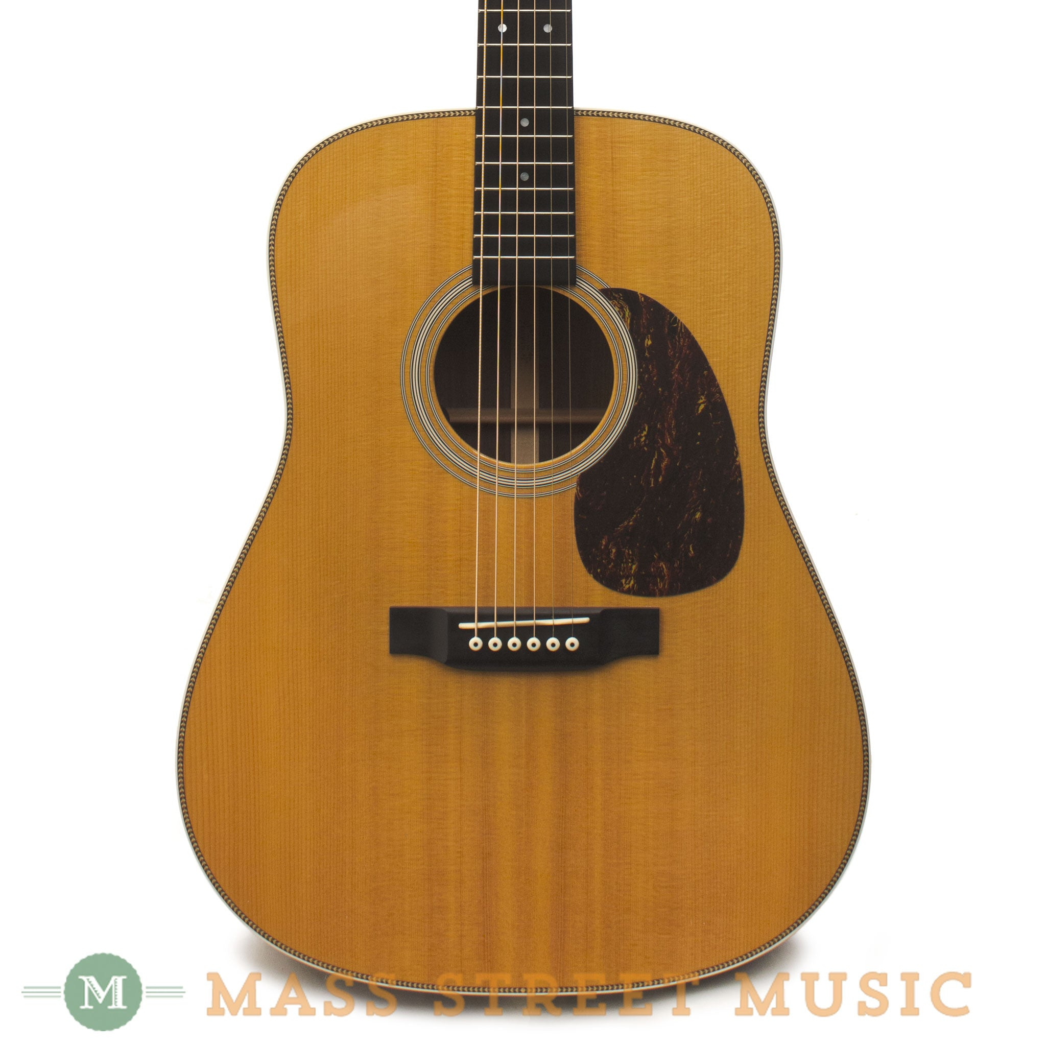 martin hd 28 2006 used acoustic guitar with case mass street music store. Black Bedroom Furniture Sets. Home Design Ideas