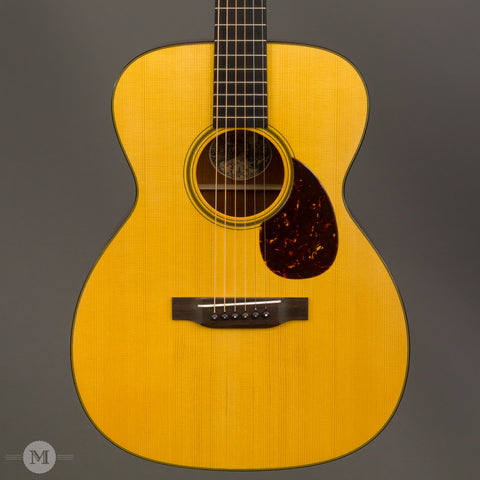 Collings Guitars - 2005 OM1A Varnish - Used - Close