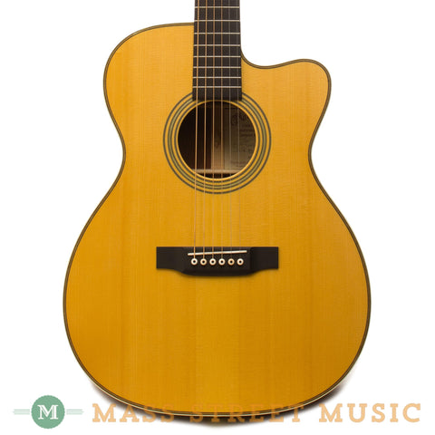 Martin OMC-28 Madagascar Laurence Juber - Front Close