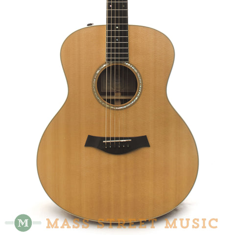 Taylor 2006 Grand Symphony GSe Acoustic Guitar - front close
