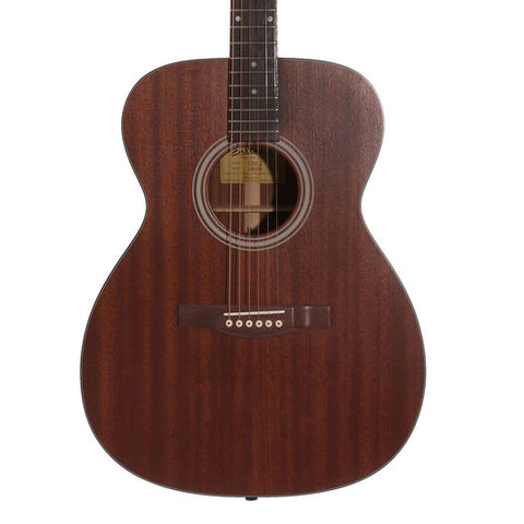 Eastman Acoustic Guitars - ACOM2 Front Close Up