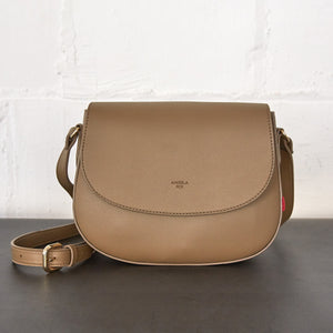 Florence Saddle Crossbody [Signet] - Mud Beige