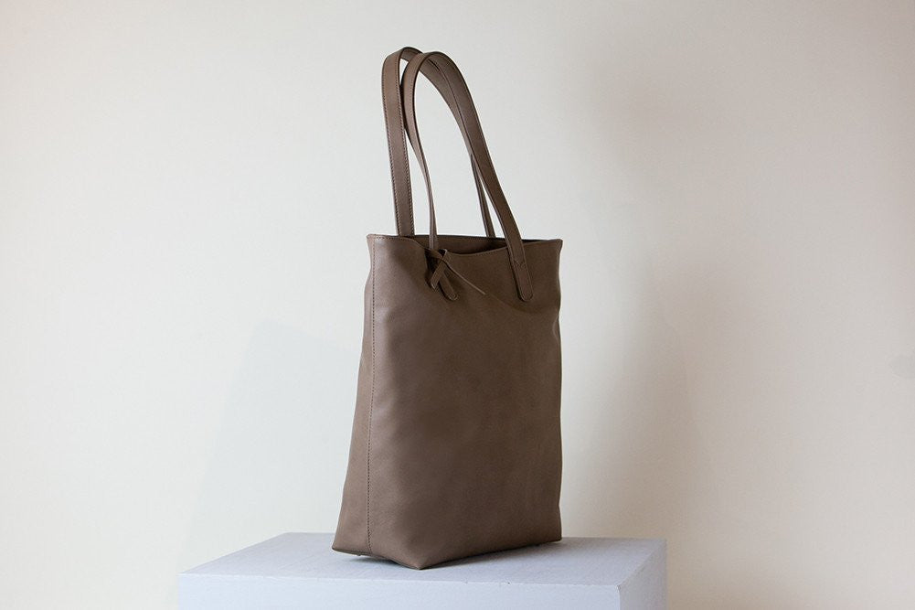 Andrea Tote Tall - Mud Gray (Sample Sale)