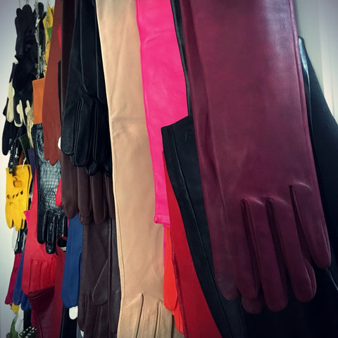 Used leather gloves by Ines