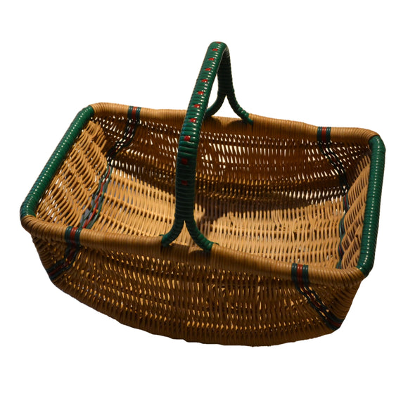 Small vintage swicker shopping basket