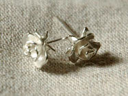 Alex Monroe / Rose stud earring (s)