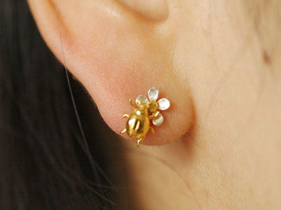 Alex Monroe / flower and ladybird stud earring