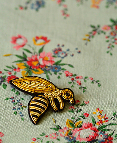 Macon et Lesquoy / hand embroidered brooch