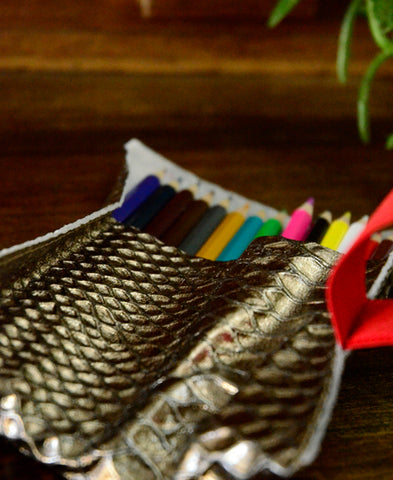 Bandit Manchot / leather case & 18 colored pencils (metallic)