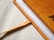Le carnet de note Leather Notebook(caramel /feuilles)