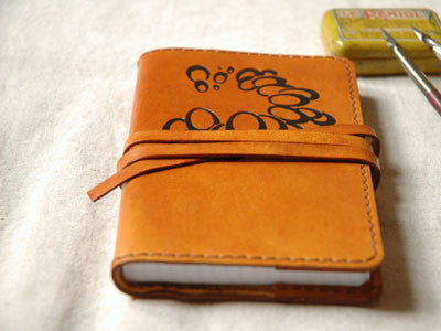Le carnet de note Leather Notebook(caramel /bulles)
