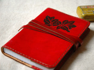 Le carnet de note Leather Notebook(rouge /feuilles)