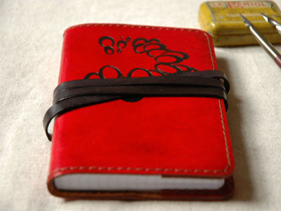Le carnet de note Leather Notebook(rouge /bulles)