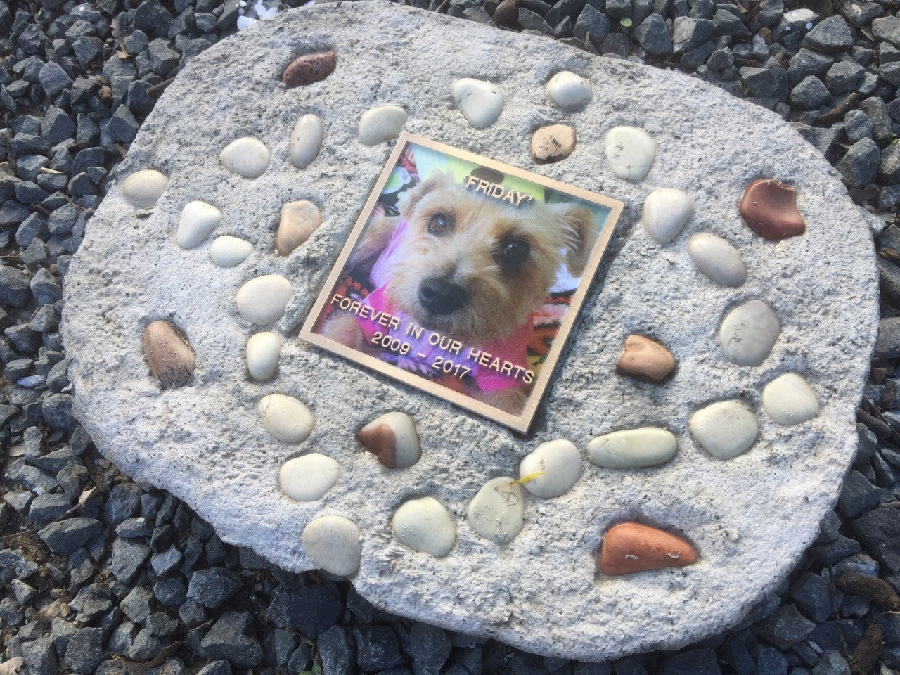 PET MEMORIAL 796  ( Including 100mm x 100mm Colour Plaque )