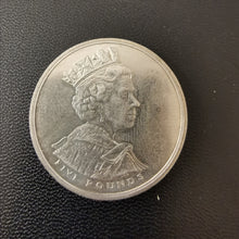 Load image into Gallery viewer, 2002 five pounds coin
