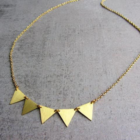 Garland gold choker necklace