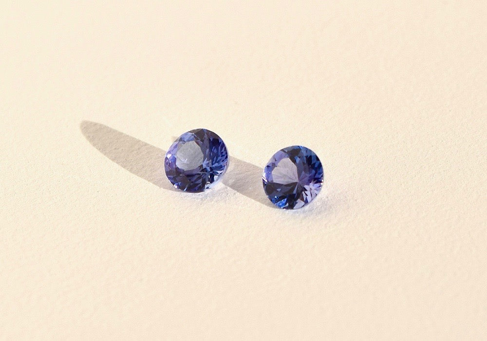 PURPLE/BLUE ROUND TANZANITE