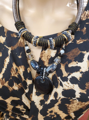 Modern Sauvage Onyx Roped Gold & Agate Necklace