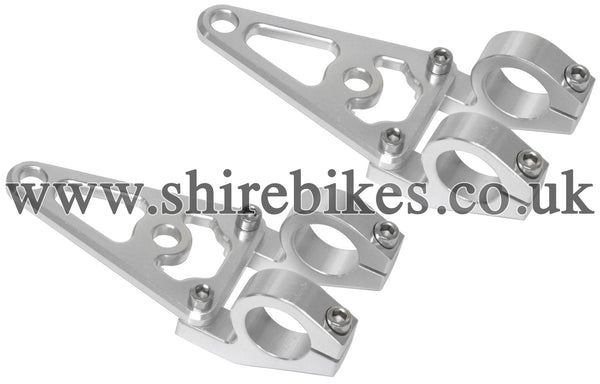 Custom 31mm CNC Aluminium Headlight Stay Brackets suitable for use with Monkey Bike Motorcycles