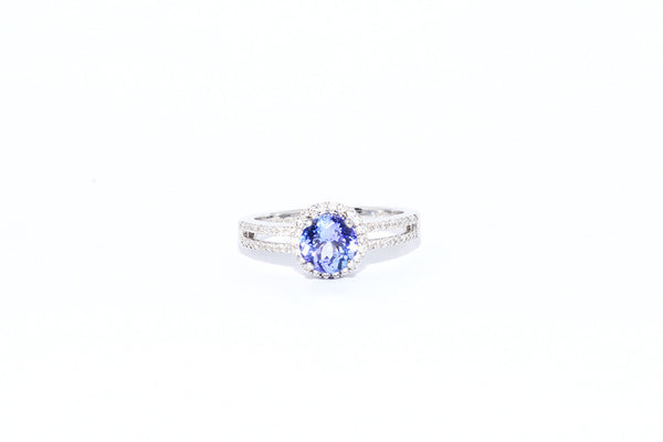BRAND NEW TANZANITE RING WITH 18 CARAT WHITE GOLD
